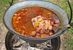17 tunkolnivaló bográcsos étel | NOSALTY Chili, Grilling, Cooking Recipes, Soup, Favorite Recipes, Foods, Drinks, Hungary, Food Food