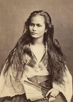 """Indígena de clase rica (Mestiza Sangley-Filipina, 18 x 24 cm)"" 1875, by Dutch photographer Francisco van Camp."