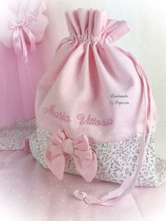 Discover thousands of images about pink-pinker Pois Dist-Wechselbeutel (FILEminimizer) Sewing Hacks, Sewing Projects, Baby Zimmer, Potli Bags, Baby Supplies, String Bag, Creation Couture, Diy Bow, Kids Bags