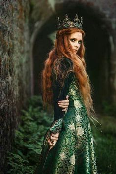 Red hair Princess queen of the forest character inspiration medieval fantasy Medieval Dress, Medieval Fantasy, Medieval Girl, Fantasy Inspiration, Character Inspiration, Fantasy Photography, Photography Women, Editorial Photography, Fashion Photography