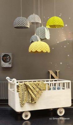 ベビーメリーみたいな照明がおしゃれな赤ちゃん部屋☆