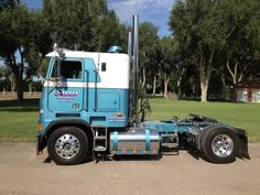 Don't see many of these anymore, as matter of fact only single axles I see anymore is just mobile home haulers ☻