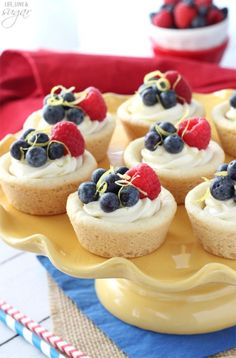 Berry Lemon Cheesecake Cookie Cups - a lemon cookie cup is filled with a light no bake lemon cheesecake and topped with fresh berries! I think this would be so cute for a of July party! No Bake Lemon Cheesecake, Cheesecake Cookies, Cheesecake Recipes, Dessert Recipes, Cookie Recipes, Berry Cheesecake, Shortbread Cookies, Cupcakes, Cupcake Cakes