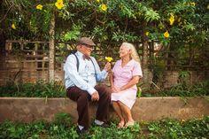Eles resolveram fazer um ensaio fotográfico para comemorar os 60 anos de casamentos. O resultado ficou sensacional! Love Photos, Love Pictures, Couple Photos, Young At Heart, Young Love, Love Couple Photo, Longest Marriage, Grow Old With Me, Older Couples