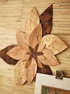 Leaf-Motif Art Here's your chance to get creative. You can alter this project a zillion ways and still wind up with a crafty-cool product. Keep clicking to discover how Katie made the veneer wall art piece shown here. Then customize and create your own! Diy Wall Art, Diy Art, Wood Crafts, Fun Crafts, Boho Vintage, Easy Wood Projects, Iron Beads, Baby Set, Maker