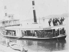 """Vivencias Llaneras Del Abuelo: Bongos y Canoas - Julio César Sanchez Olivo (3/3).  Había otros transportes fluviales como las piraguas o barcos de vela, que venian de Ciudad Bolivar, y los Vapores a chapaleta, que usaban como combustible el fuego de la leña encendida en sus calderas. Grandes vapores como """"El Delta"""", """"EL Apure"""" y """"Alianza"""", navegaban solo en el Apure por ser una via fluvial mas grande. Por el Arauca , viajaban """"El Arauca"""", """"El Boyacá"""", """"El Masparro"""" y """"El Amparo""""."""