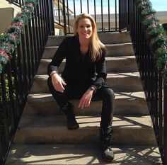 pearlsandcurlsblog: iguessyoucanjustcallmev: @Ashlyn_Harris: Merry Christmas to all you crazy Kats. Let's keep it real this New Year #Hail...