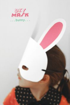 DIY: Fun & Easy animal masks just in time for Halloween or just for plain fun! Cat and Bunny template supplied, but have fun and customize it, make it your own. (via petit à petit and family: DIY: minimal masks) Animal Masks For Kids, Mask For Kids, Animals For Kids, Diy Halloween Costumes, Halloween Masks, Diy For Kids, Crafts For Kids, Bunny Mask, Easy Animals