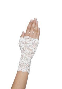 Met deze leuke kanten handschoen van #Poirier kun niet alleen een romantische look creëren maar ook een vintage bruidslook!