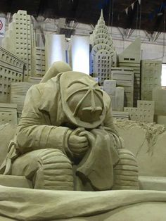 911 Sad sand sculpture of fireman at World Trade Center site but very beautiful and touching. Snow Sculptures, Sculpture Art, Sculpture Ideas, Street Art, Ice Art, Snow Art, Grain Of Sand, Sand And Water, Graffiti