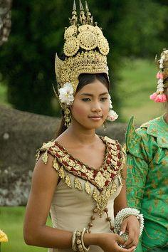 Danseuse apsara-Cambodian dancer
