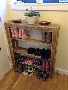 There is no limit to the creativity with the pallet woods. There are so diverse and valuable when it comes to transforming them in furniture. You can almost create every kind of furniture stuff from pallet woods. Whether it is your bedroom, living room, kitchen, bathroom or your garden, all can be decorated exquisitely by