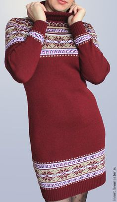 Платье женское вязаное `Вишнёвый десерт`. Платье связано на машине из полушерстяной пряжи. Тёплое, уютное, стильное. Подойдёт как для работы, так и для отдыха.   Длина платья 88 см. Цена указана до 48 размера. За каждый последующий размер или увеличение длины платья + 50 руб.