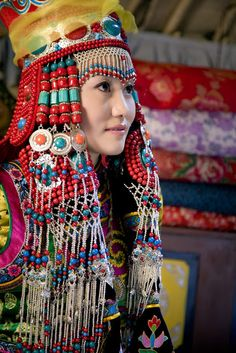 Traditional headdresses of the Mongolian women from one group. Young Couple Wedding, Wedding Couples, Traditional Fashion, Traditional Dresses, Folklore, Ethnic Outfits, Ethnic Clothes, Fashion Outfits, Folk Costume