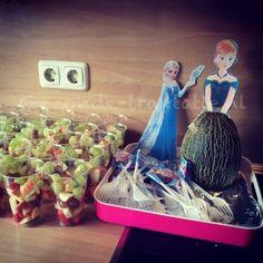 Gezonde traktatie Frozen, Anna meloen met bekertjes fruit
