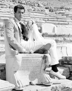 """Anthony Perkins on the Acropolis during the filming of """"Phaedra"""", Classic Hollywood, Old Hollywood, Hollywood Stars, Nostalgia, Norman Bates, Anthony Perkins, Actor Studio, Cinema, Best Supporting Actor"""