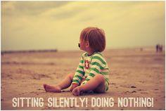 Achtsamkeit!  Kind am Strand Wangerroge