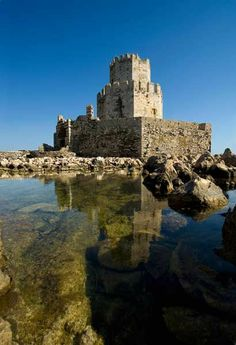 #Kalamata #castle #medieval http://www.rooms-2-let.com/hotels.php?id=187