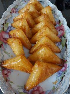 """Συνταγή από """"Remona Israel - Μαγειρικές Απολαύσεις"""" ΥΛΙΚΑ 500 Γρ. φύλλα κρούστας 2/3 Φλ. βούτυρο λιωμένο Για το σιρόπι 1 1/2 Φλ. ζάχαρη 1 Φλ. νερό χυμό από ½ λεμόνι Για την κρέμα πατισερί 1/2 λίτρο γάλα 125 Γρ. ζάχαρη 50 Cake Mix Cookie Recipes, Cake Mix Cookies, Dessert Recipes, Food Network Recipes, Cooking Recipes, The Kitchen Food Network, Desserts With Biscuits, Olive Bread, Greek Sweets"""