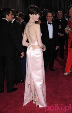 Anne Hathaway w kreacji Prady