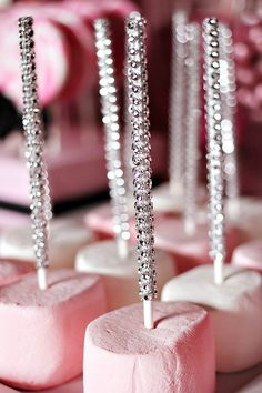 Learn How to Set Up a Candy Buffet step-by-step!find out How Much Does a Candy Buffet Really Cost and How Much Candy Do You Need for a Candy Table. Sweet 16 Parties, Pink Parties, Birthday Parties, Princess Birthday, Princess Party, Baby Birthday, 50th Birthday, Deco Candy Bar, Wedding Ideias