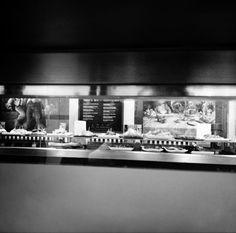 Una vista diferente del espacio #gastrobar desde la cocina...  www.restaurantecasalucio.com