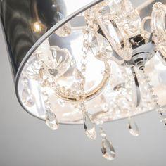 Kronleuchter Marie Theresa 5 mit Magic Schirm: Wunderschöner Kristall-Kronleuchter mit hochwertigen Materialien und stilvollen Glasanhängern. #Kronleuchter #Magicschirm