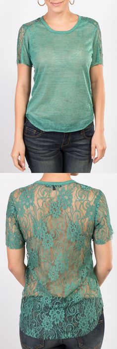 Esta semana te presentamos esta blusa verde de manga corta con encaje que resalta la belleza de tu espalda y que puedes encontrar también el colores: coral y crema.