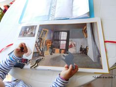 Fillette joue avec Magnet Art Jouer, Magnets, Bed, Furniture, Home Decor, Decoration Home, Stream Bed, Room Decor, Home Furnishings