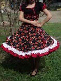 Resultado de imagen para vestidos de huasa modernos Dance Outfits, Dance Dresses, Dress Outfits, Fashion Outfits, Womens Fashion, Clogs Outfit, Pinafore Apron, Looking For Women, Beautiful Dresses