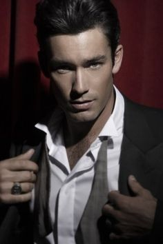 Latin actor Aaron Diaz