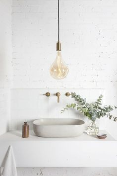 With so many options on the market, quality sanitaryware is only a click away! Shop the latest bathroom trends online where you can also match different materials and shades to achieve your desired look. We are loving the comeback of metals in the bathroom – copper, gold and bronze are simply refreshing and will add instant style to any tired bathroom space.