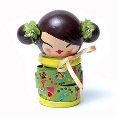 ♥ ✄ Kokeshi. Will need 1 large bead, 2 small beads, a spool, ribbon and lots of paint and patience. Check out Jill's other pins for more expressions and hair dos. ✄