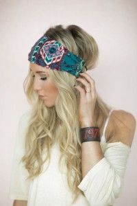 Casual hairstyle for long blonde hair with headband.