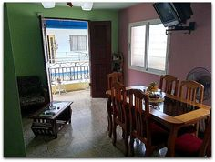 Detalle del salón comedor. Cuba, Mirror, Furniture, Home Decor, Live, Apartments, Decoration Home, Room Decor, Mirrors