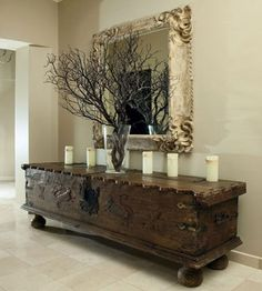 Superb Natural embellishments can also look great in neutral tones. The post Natural embellishments can also look great in neutral tones…. appeared first on Erre Design . Rustic Decor, Rustic Entry, Rustic Table, Interior Decorating, Old World Decorating, Foyer Decorating, Interior Designing, Luxury Interior, Interior Ideas
