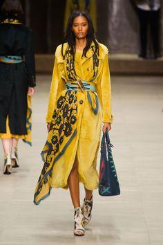 Burberry Prorsum am London Fashion Week Fall 2014 - Artemis T. - - Burberry Prorsum am London Fashion Week Fall 2014 - Artemis T. Fashion Mode, Look Fashion, Runway Fashion, High Fashion, Autumn Fashion, Womens Fashion, Fashion Design, Fashion Trends, Paris Fashion