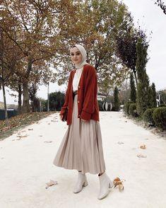 Muslim Fashion 693061830144339127 - Travel Outfit Winter Hijab Source by Modern Hijab Fashion, Hijab Fashion Inspiration, Muslim Fashion, Modest Fashion, Fashion Ideas, Fashion Quotes, Tokyo Street Fashion, Street Hijab Fashion, Hijab Fashion Instagram