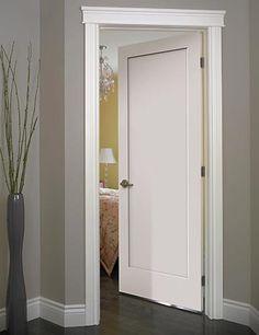 La porte Madison possède un design sobre aux lignes épurées. Elle convient autant aux ambiances classiques que contemporaines. Disponible en version à âme pleine avec une composition en bois recyclé, elle réduira du même coût les bruits ambiants et votre empreinte écologique.