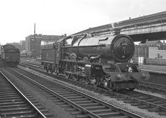 She had been put on display at Snow Hill to mark the end of the 'Kings' on the GW Wolverhampton - Paddington expresses. Live Steam Locomotive, Locomotive Engine, Diesel Locomotive, King William, King George, Electric, Abandoned Train, Steam Railway, Old Trains