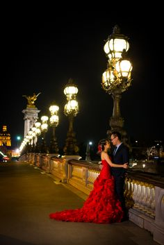 Pre wedding picture of Indonesian couple on Pont Alexandre 3 in Paris