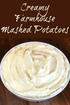 Do you like rich and creamy mashed potatoes that are easy to make? Then you'll love this Easy Farmhouse Mashed Potatoes Recipe! Do you like rich and creamy mashed potatoes that are easy to make? Then you'll love this Easy Farmhouse Mashed Potatoes Recipe! Classic Mashed Potatoes Recipe, Smashed Potatoes Recipe, Perfect Mashed Potatoes, Homemade Mashed Potatoes, Mashed Potato Recipes, Potato Dishes, Food Dishes, Side Dishes, Cheesy Potatoes