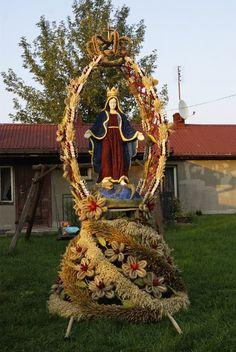 Church Flower Arrangements, Christ The King, Blessed Mother Mary, Valentine Day Wreaths, Catholic Art, Corpus Christi, Flower Bouquet Wedding, Ladder Decor, Christmas Tree
