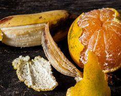 Las cáscaras de naranja y de plátano tienen más usos de los que te puedes imaginar. Conoce cómo puedes aprovecharlos al máximo.
