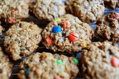 I've got to try these cookies- they sound delicious! From the Ree Drummond cooking show on Food Network. Köstliche Desserts, Delicious Desserts, Dessert Recipes, Yummy Food, Delicious Cookies, Yummy Snacks, Healthy Food, The Pioneer Woman, Pioneer Woman Recipes