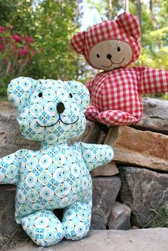 teddy bear besties made with a fat quarter! Free tutorial and pattern!