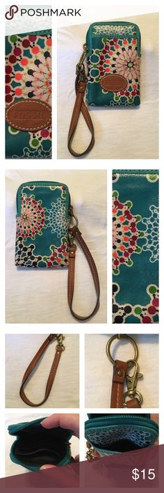Fossil Wristlet Small Fossil wristlet in great condition. Only used a few times. See pictures for details. Please ask any questions. Fossil Bags Clutches & Wristlets