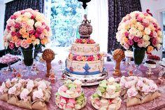 Beautiful table! Maria Antonieta inspired