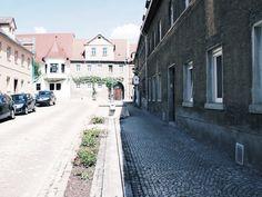 Altstadtgasse mit hist. Brunnen #Freyburg