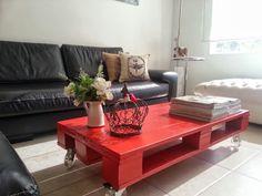 Coffe table made with pallets.  Mesa ratona de pallets, by La Tienda Deco&Ideas. Latiendadecoideas&gmail.com